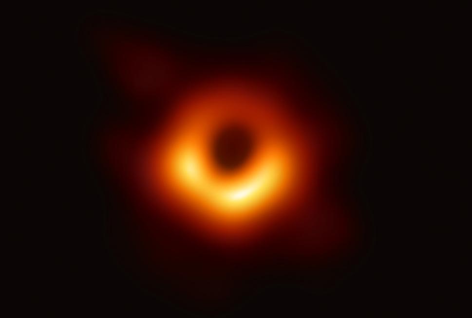 Scattata la prima foto di un buco nero: è stata definita la foto del secolo